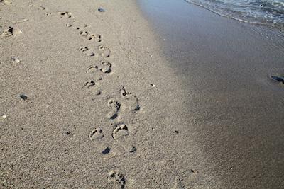 Fußstapfen mit Wasser